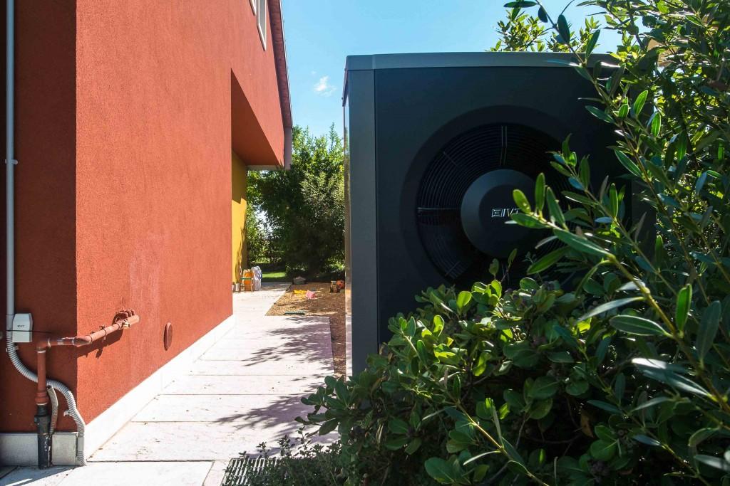 Ivt airx pompa di calore aria acqua ultima nata in casa ivt for Costo pompa di calore aria acqua